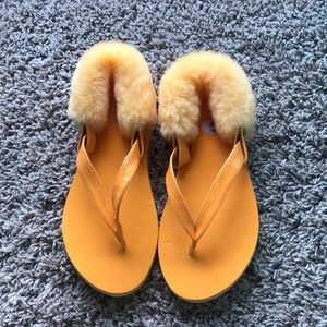 NWOT UGG flip flops